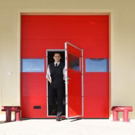 Промышленные ворота ALUTECH ProTrend с калиткой микроволна 2875х3000 мм RAL 3004 пурпурно-красный
