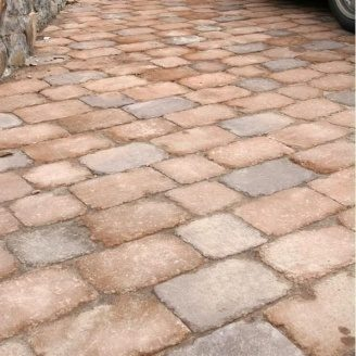 Тротуарна плитка Золотий Мандарин Цегла Антик 240х160х90 мм на сірому цементі коричневий