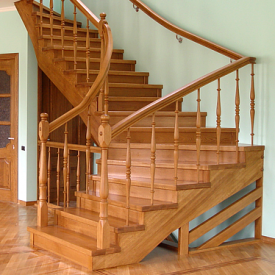 Дерев'яні сходи на другий поверх Гюмрі №2 під замовлення
