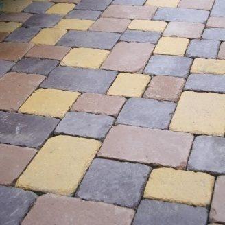 Тротуарна плитка Золотий Мандарин Плац 160х60 мм на сірому цементі коричневий