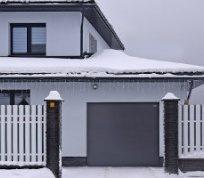 Как «зарифмовать» все элементы в экстерьере: выбираем ворота и роллеты для стильного дома