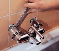 Як встановити змішувач для ванни?