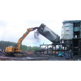 Промисловий демонтаж залізобетонних конструкцій потужними екскаваторами