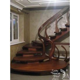 Сходи на металевому косоурі з дерев`яною облицюванням