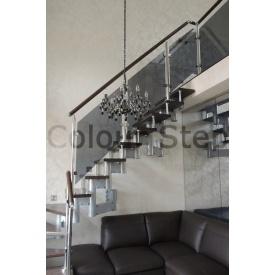 Огородження для сходів з металевих балясин, скляного наповнення і дерев`яних перил