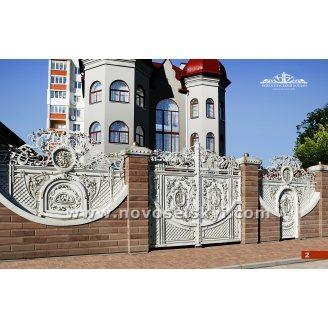 Ковані ворота розпашні закриті слонової кістки