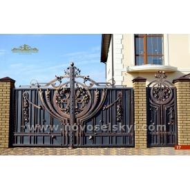 Кованые ворота распашные закрытые с калиткой 4х2