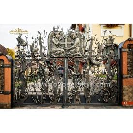Кованые распашные ворота открытые с литыми элементами