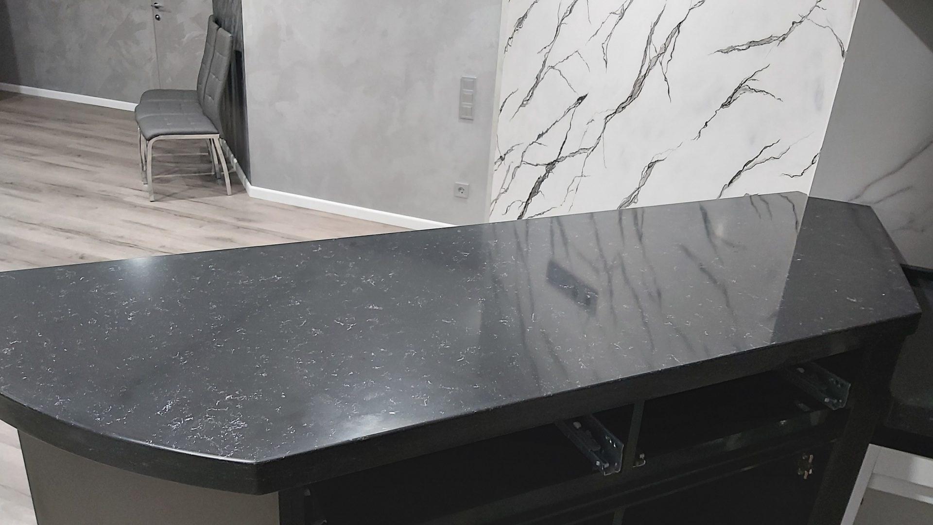 Кухонна стільниця і барна стійка з штучного кварциту Quartzforms
