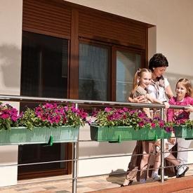 Система окно + дверь на балкон Alutech золотой дуб