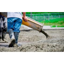 Заливка бетона с автоміксера