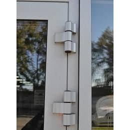 Алюмінієві двері Алютех з трипелюстковими петлями
