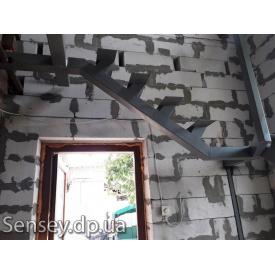 Виготовлення сходів на металлокаркасе