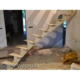 Монорельсовый металлический каркас лестницы