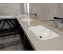 Столешница в ванную комнату из кварцевого камня Technistone