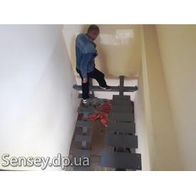 Металеві маршові сходи