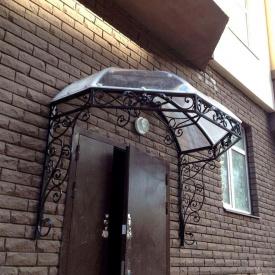 Козырек металлический для подъездов жилых домов Legran