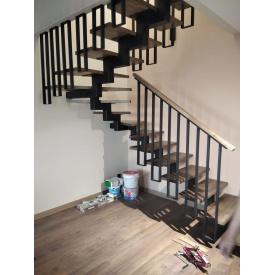 Лестница металлический каркас обшитый бук срощенный