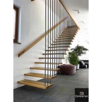 Виготовлення підвісних сходів в будинок на больцах з металевими балясінами